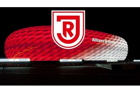 Rote Beleuchtung der Allianz Arena beim Relegationsspiel von 1860 ...