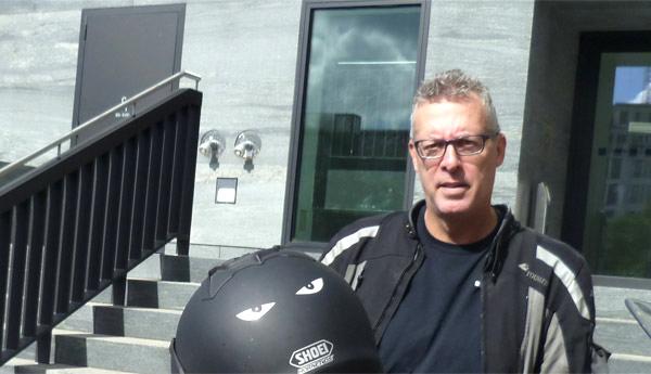 Petent Dieter Balboa bei der Übergabe in Berlin