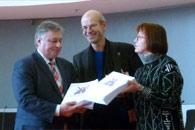 Bild: Übergabe der Petition 'Ennertaufstieg Nein!' an das Verkehrsministerium.